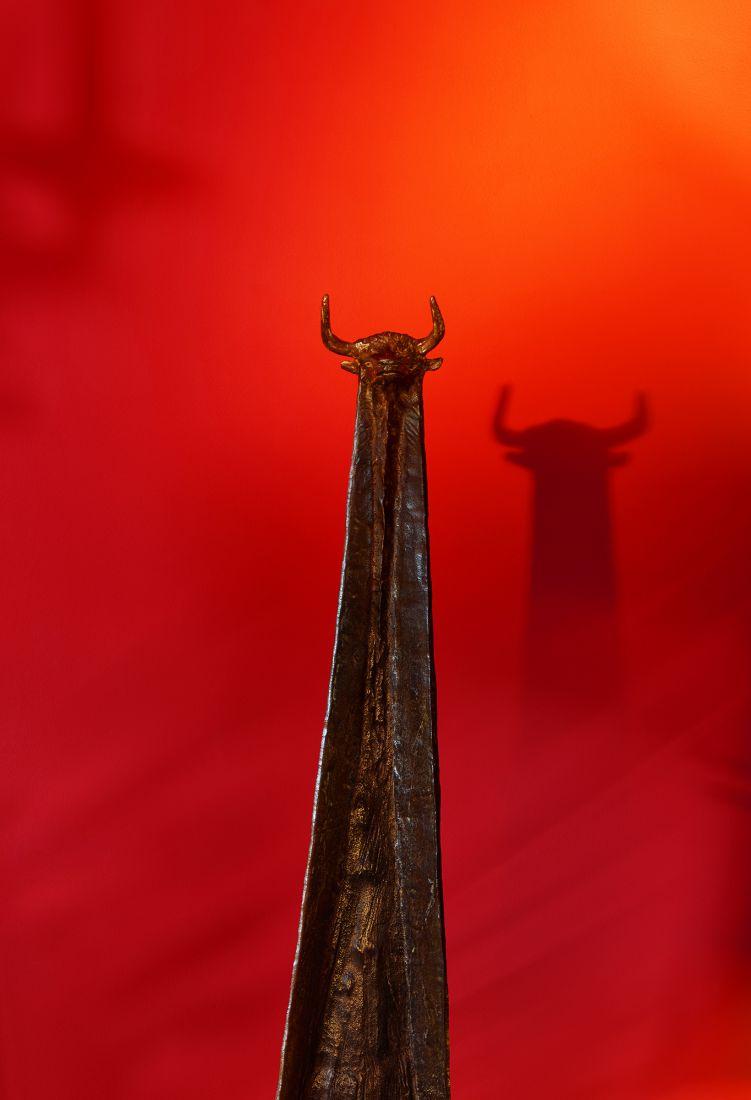 Taureau Fond Rouge